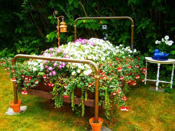 Old Bed Planter Do-It-Yourself Ideas Recycling Metal