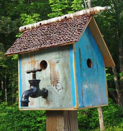Recycled bird house recyclart for Easy birdhouse ideas