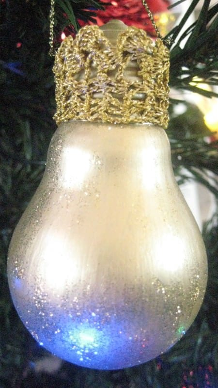 Light Bulbs Upcycled Into Xmas Tree Ornaments Accessories Do-It-Yourself Ideas