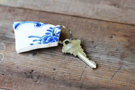 Diy: Upcycled Broken China Vase Into Keychain
