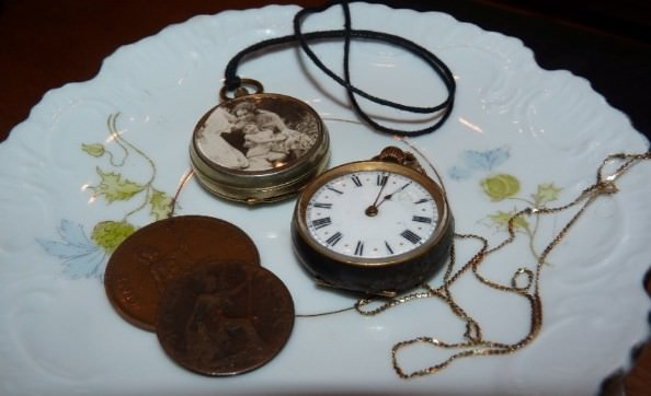 Time and Jewellery Accessories Do-It-Yourself Ideas Upcycled Jewelry Ideas