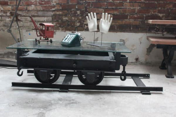 Mine wagon repurposed for a coffee table recyclart - Table basse verre roulette industrielle ...