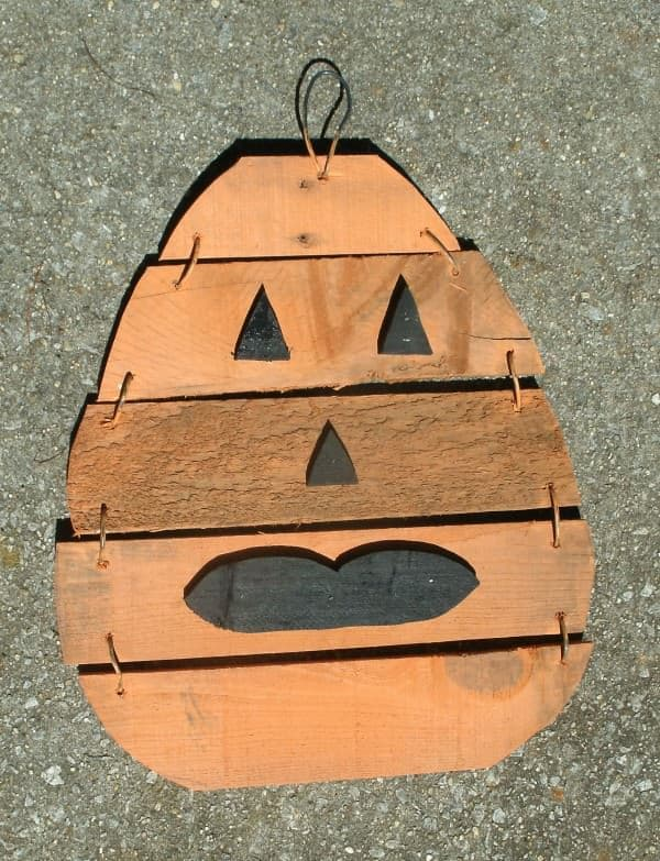 2013-Pumpkin-JW-Pallet-Wood-on-pave-016