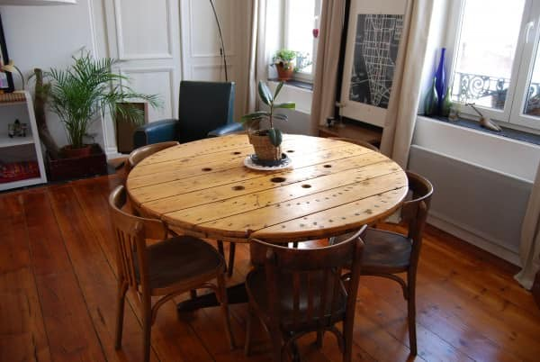 Reel dining table table touret recyclart - Tables basses rondes en bois ...