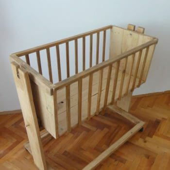 Cradle from pallet wood