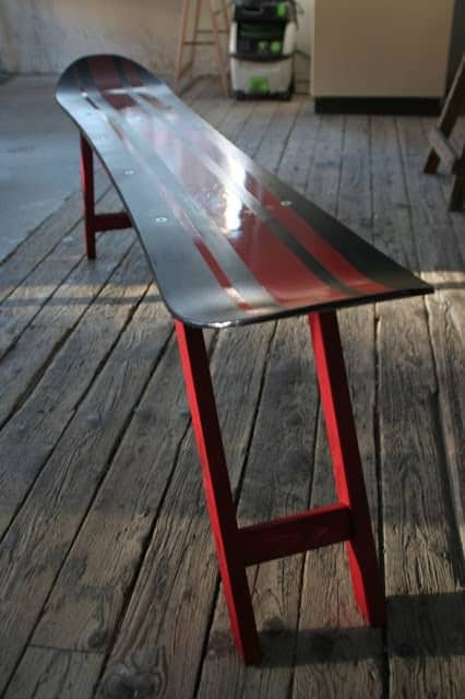 Attirant Repurposed Snowboard Into Bench