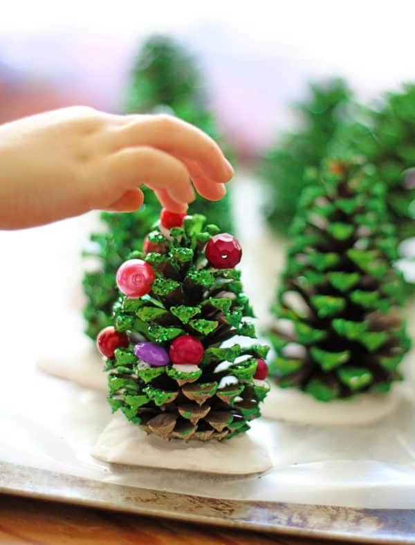 Easy Kids Project: Pine Cone Christmas Trees Do-It-Yourself Ideas