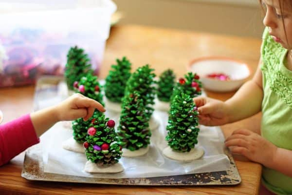 Easy Recycling Kids Project: Pine Cone Christmas Trees Do-It-Yourself Ideas