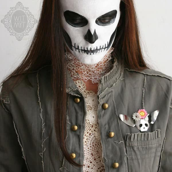 WIT_MYT_human_skull_wings_spoon_brooch_colour