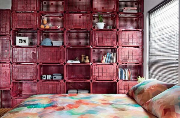 Crates Used as Room Divider and Deco in a 70m² Apartment Home Improvement Recycled Plastic
