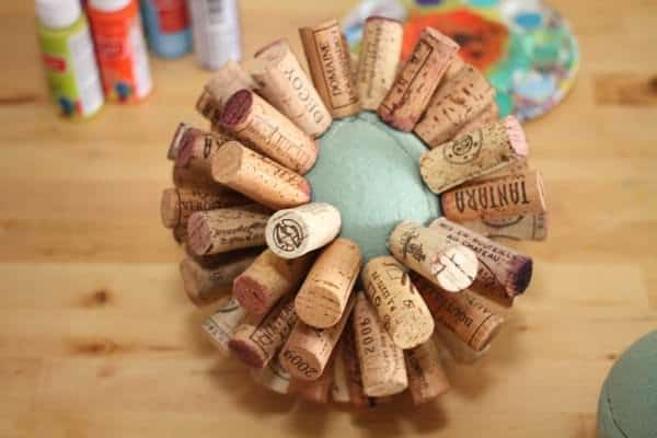Recycled wine corks into sphere tutorial recyclart recycled wine cork globe ball tutorial3 solutioingenieria Gallery