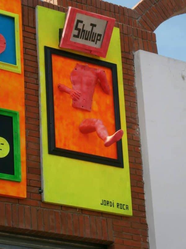 """shutup"" Instalación Interactive, Happening & Street Art Recycled Art"