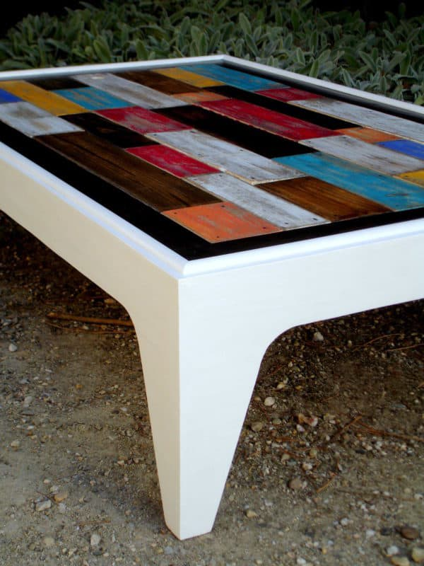 Table Basse Assemblage Chromatique De Bois De Palettes / Colored