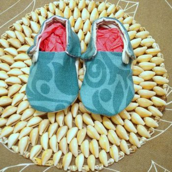 Baby shoes with recycled soles from an old bag