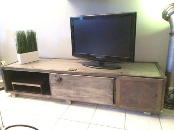 Meuble industriel industrial tv stand recyclart for Meuble tv stone