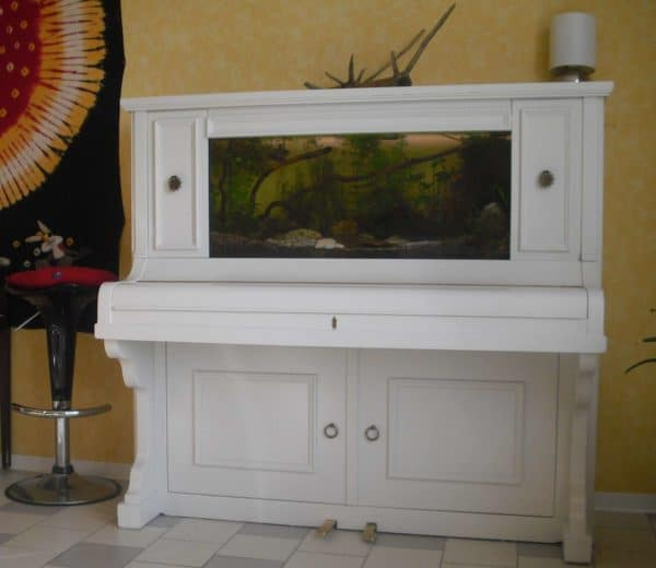 Old Piano Upcycled Into Aquarium Recyclart