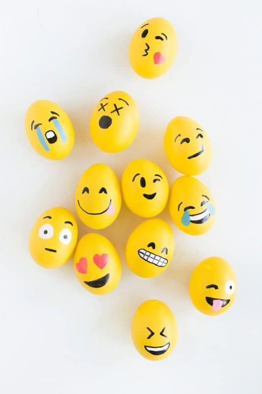 DIY-Emoji-Easter-Eggs1-600x900