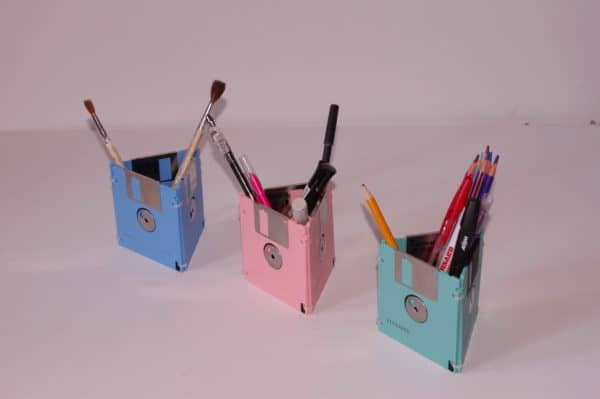 Disquettes Recyclées En Boîtes à Stylos / Floppy Disks Into Pencil Cases Do-It-Yourself Ideas Recycled Electronic Waste