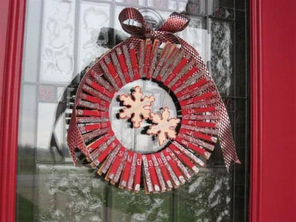 cheap-upcycling-front-door-clothespin-wreath-calendar-project