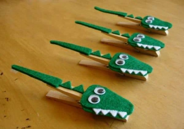 cute-diy-clothespin-crafts-for-kids-crocodile-wooden-floor-decoration