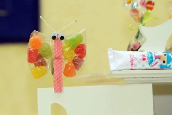 clothespin-crafts-for-toddlers-cute-handmade-buterfly-from-clothespin-candy-colourful-wings