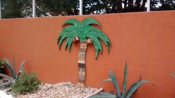 Palm Tree Made Out Of Recycled Pallets Recycled Pallets