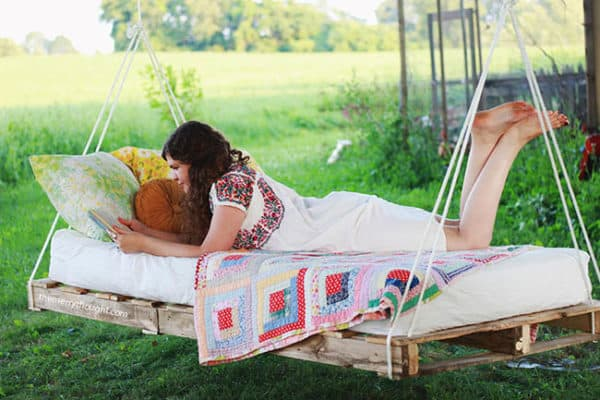 Pallet-Swing-Bed-The-Merrythought2