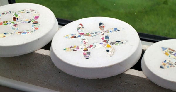 Patchwork Inspired Stepping Stones From Recycled Crockery Garden Ideas