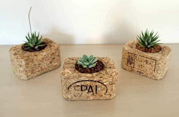 Indoor-small-pots-made-with-pallets-3-600x392