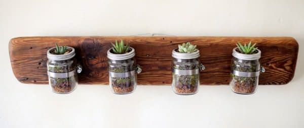 Indoor-small-pots-made-with-pallets-6-600x254