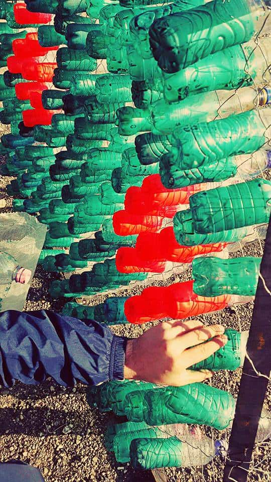 recyclart.org-christmas-tree-made-by-citizens-from-2200-recycled-plastic-bottles-in-elbasan-albania3