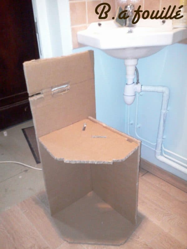 recyclart.org-cardboard-around-a-siphon1