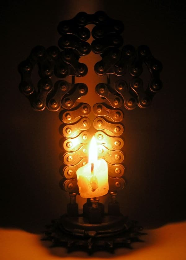 recyclart.org-bike-chain-cross-sconce2