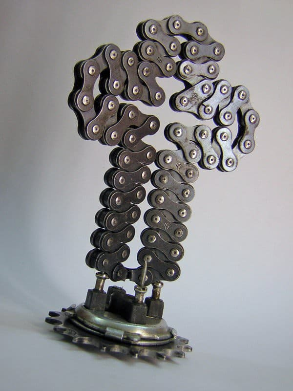 recyclart.org-bike-chain-cross-sconce