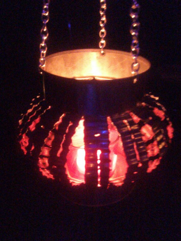 recyclart.org-can-delites-the-only-way-to-burn-a-candle5
