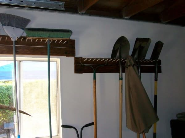6 of the best easy garden tool rack you can make from recycled 1001pallets garage tool peg rack solutioingenieria