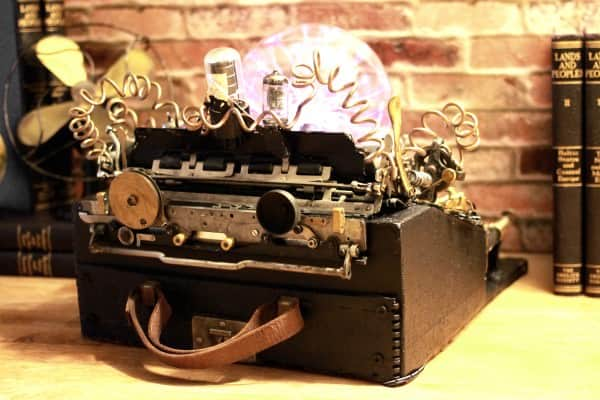 recyclart.org-steampunk-upcycled-vintage-1920-remington-typewriter-repurposed-plasma-desk-lamp2