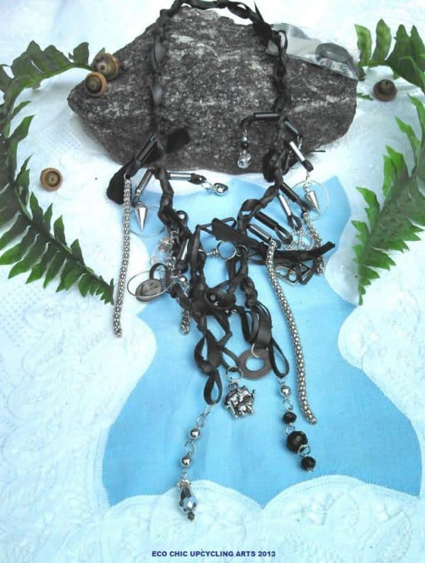 recyclart.org-upcycling-used-bike-innertubes-into-jewellery1