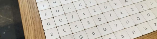 Apple-Keyboard-table-by-Vicolopagliacorta-2-1580x399