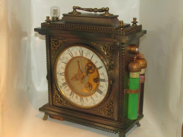recyclart.org-steampunk-lamp-from-a-old-clock2