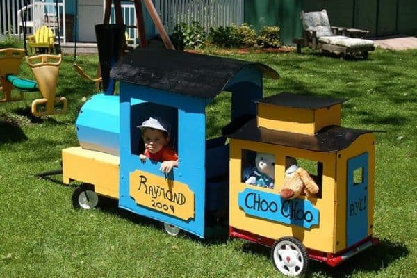 Cardboard-Train-Wagon