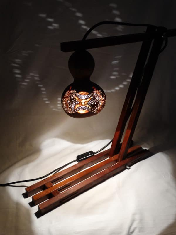 recyclart.org-design-gourd-lamps-with-recycled-materials
