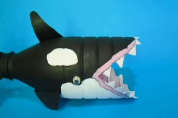 recyclart.org-how-to-make-a-orca-whale-from-a-plastic-bottle3