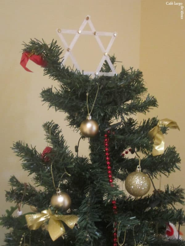 Christmas Tree Star from Strapping Tape Do-It-Yourself Ideas