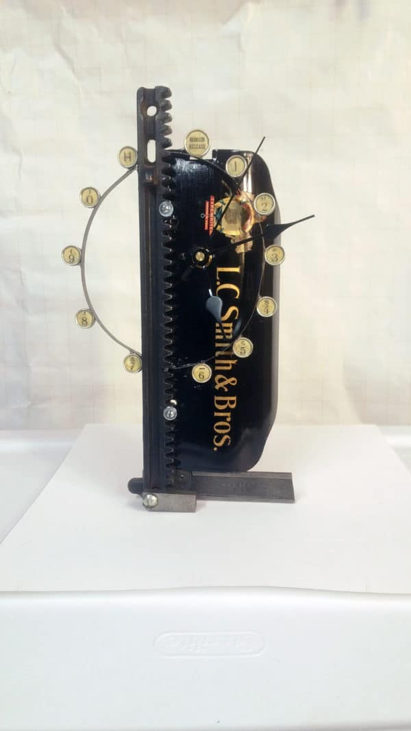 Repurposed Clocks Made from the Parts and Pieces of Old Mechanical Machines Home & décor Recycling Metal