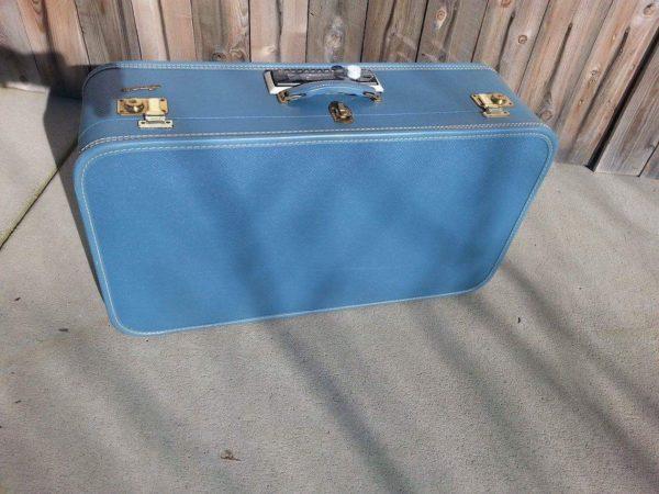 1930's Suitcase Boombox Home & décor