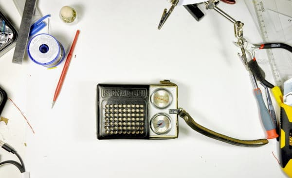 Bluetooth Speaker from an Old Radio Do-It-Yourself Ideas Recycled Electronic Waste
