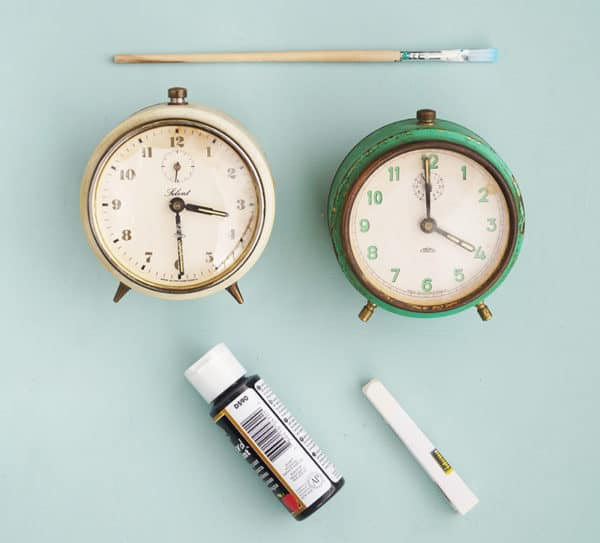 Upcycled Alarm Clock Becomes Retro Chalkboard Home & décor