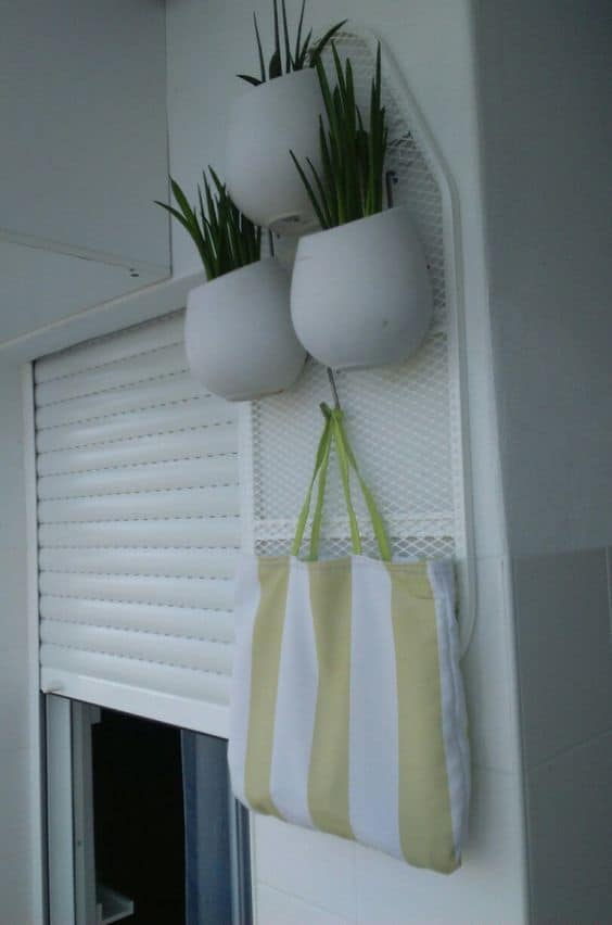 Creative Upcycled Ironing Board Plant Stand! Do-It-Yourself Ideas Home & décor