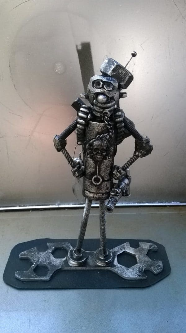Post-apocalyptic Metal Robot Art Haunts Your Future Interactive, Happening & Street Art Recycled Art Recycling Metal